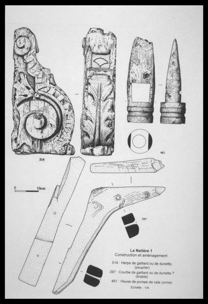 Vue du dessin d'un élément d'ornement, de pompe de cale en bois (fouille M. L'Hour/Drassm, E. Veyrat/Drassm).