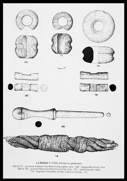 Vue du dessin de six éléments d'accastillage et gréement et d'un fragment d'aussière (fouille M. L'Hour/Drassm, E. Veyrat/Drassm).
