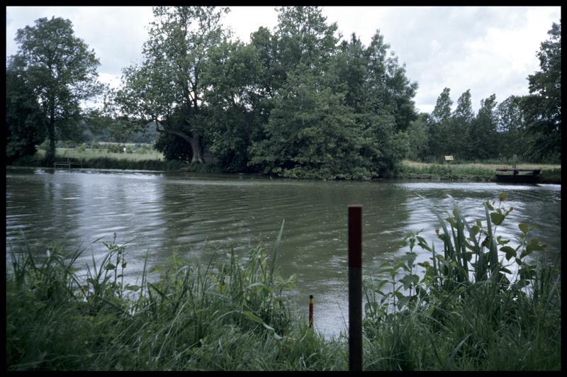 Vue des rives du Loir prospectées (fouille Y. Billaud/Drassm).