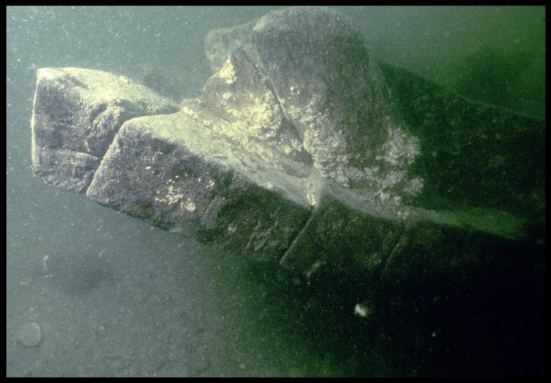 Vue sous-marine de détail du profil des bordés de la carène (fouille M. L'Hour/Drassm, E. Veyrat/Drassm).