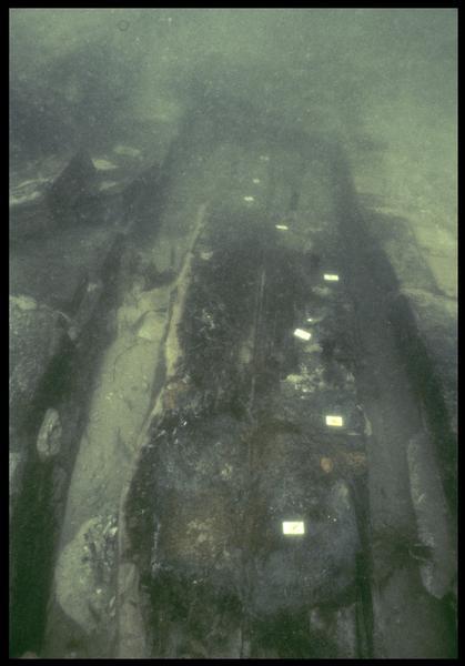 Vue sous-marine de détail d'une membrure (fouille M. L'Hour/Drassm, E. Veyrat/Drassm).
