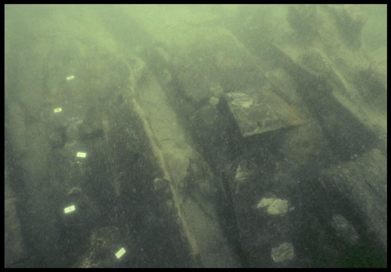 Vue sous-marine de détail de la membrure (fouille M. L'Hour/Drassm, E. Veyrat/Drassm).