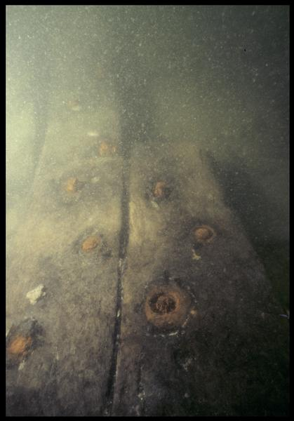 Vue sous-marine du brochage la carène (fouille M. L'Hour/Drassm, E. Veyrat/Drassm).