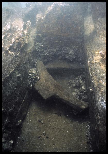 Vue sous-marine d'un taquet à corne(fouille M. L'Hour/Drassm, E. Veyrat/Drassm).