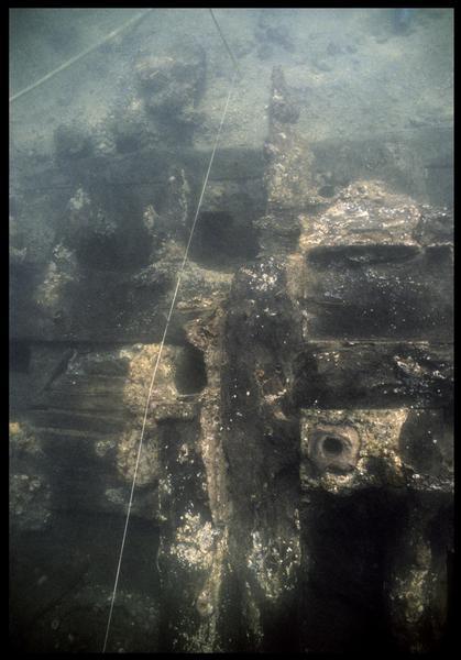 Vue sous-marine de l'emplanture in situ(fouille M. L'Hour/Drassm, E. Veyrat/Drassm).