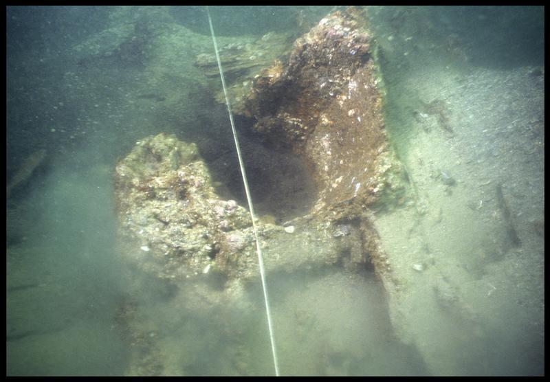 Vue sous-marine de la pompe de cale(fouille M. L'Hour/Drassm, E. Veyrat/Drassm).