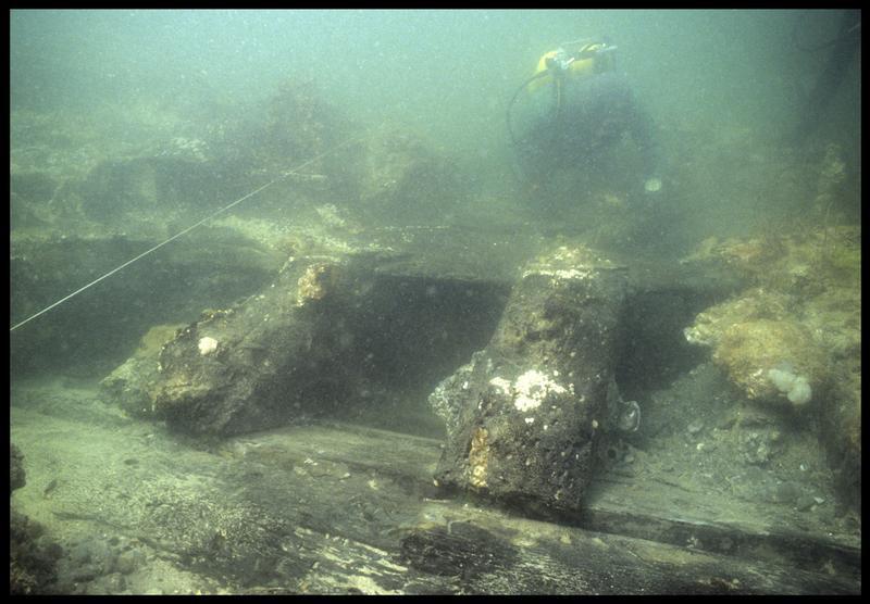 Vue sous-marine d'un détail des membrures de la carène(fouille M. L'Hour/Drassm, E. Veyrat/Drassm).