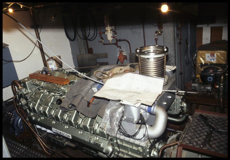Vue d'un moteur de bateau du chantier Bernard.