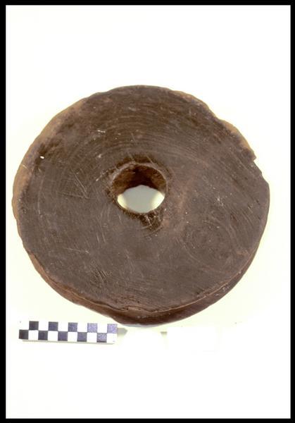 Vue d'un réa de poulie en bois (fouille M. L'Hour/Drassm, E. Veyrat/Drassm).