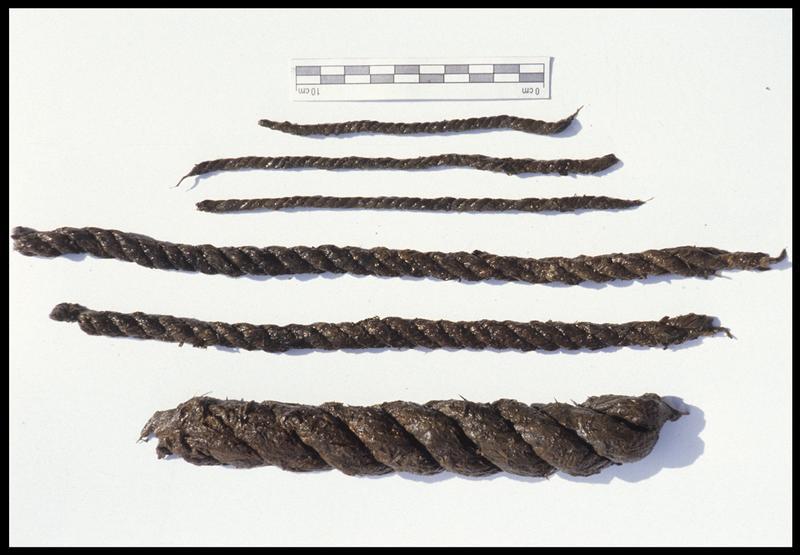Vue de six fragments de cordage de différentes tailles (fouille M. L'Hour/Drassm, E. Veyrat/Drassm).
