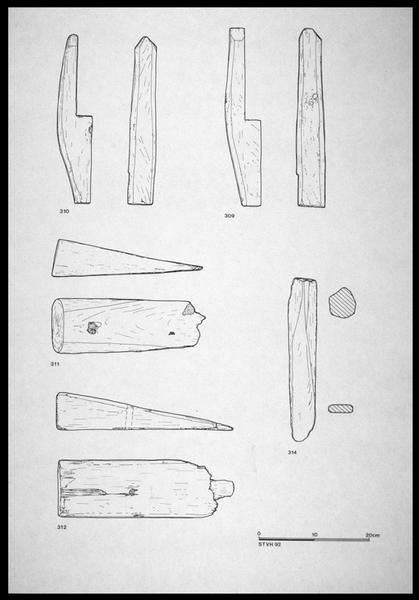 Vue du dessin des éléments d'accastillage de bois (fouille M. L'Hour/Drassm, E. Veyrat/Drassm).