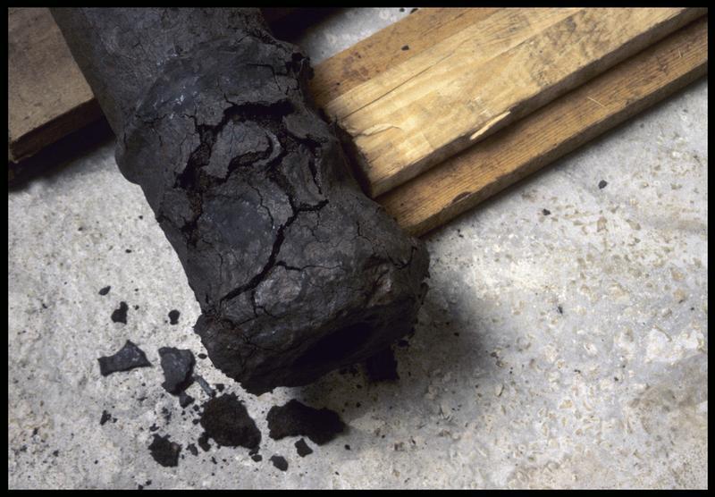 Vue de détail de la corrosion du métal d'un canon (fouille M. L'Hour/Drassm, E. Veyrat/Drassm).