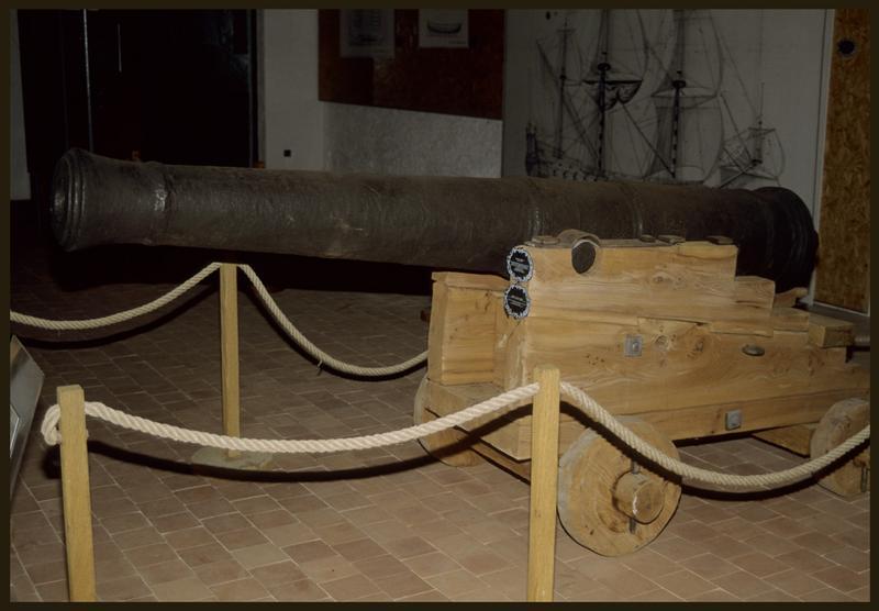 Vue d'un canon sur le reconstitution d'un affût.
