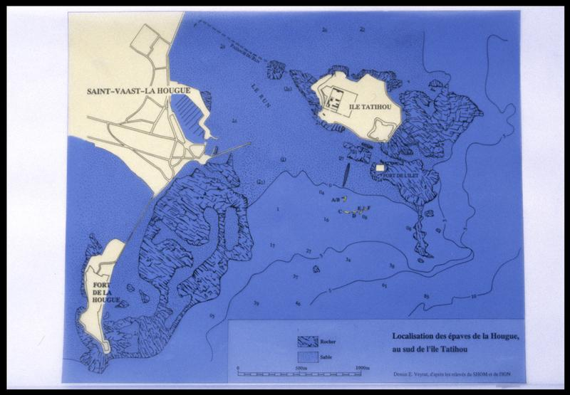 Vue de la localisation des épave sur une carte avec la mention des éceuils sous-marins (fouille M. L'Hour/Drassm, E. Veyrat/Drassm).