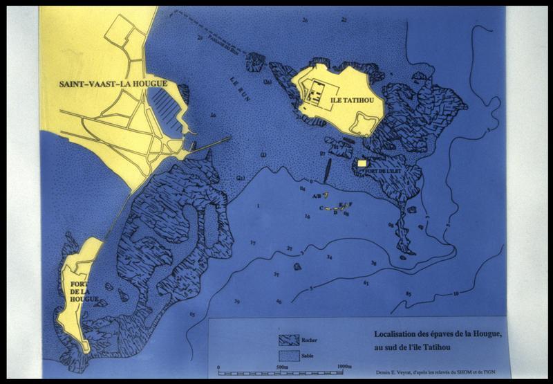 Vue de la localisation des épaves sur une carte et des éceuils maritimes de la région (fouille M. L'Hour/Drassm, E. Veyrat/Drassm).