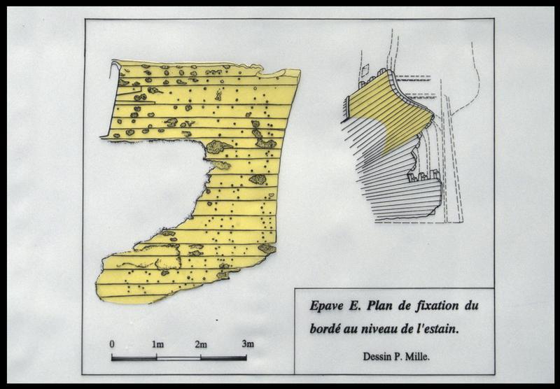 Vue du plan des bordés de la carène au niveau de l'estain (fouille M. L'Hour/Drassm, E. Veyrat/Drassm).