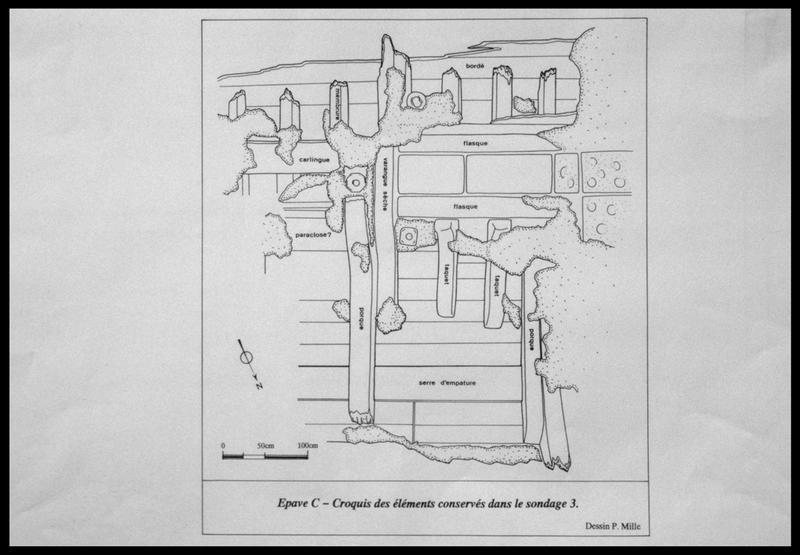 Vue du plan de la carène dans le sondage 3 (fouille M. L'Hour/Drassm, E. Veyrat/Drassm).