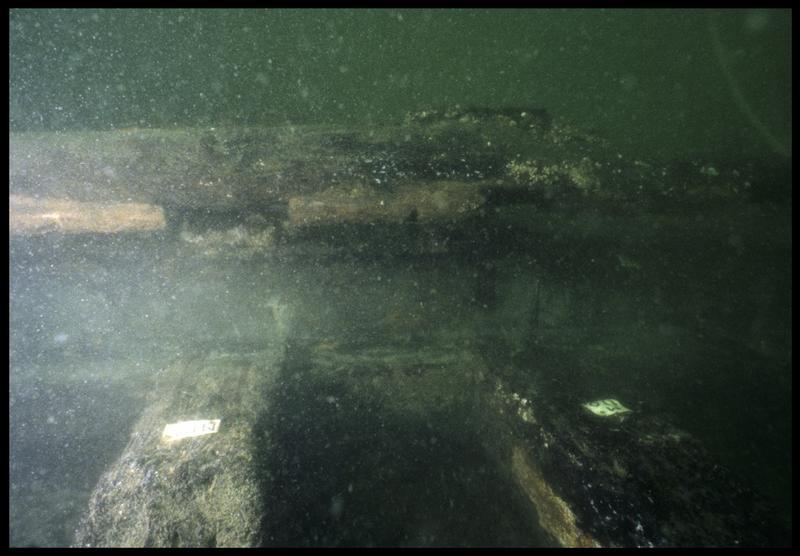 Vue sous-marine de détail de la carène entre les membrures 110 et 111 (fouille M. L'Hour/Drassm, E. Veyrat/Drassm).