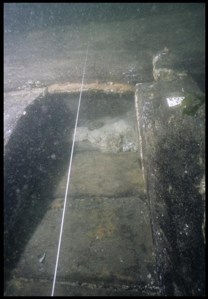 Vue sous-marine de détail de la carène entre les membrures M108 et 109 (fouille M. L'Hour/Drassm, E. Veyrat/Drassm).