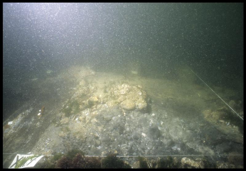 Vue sous-marine d'un carré de fouille (fouille M. L'Hour/Drassm, E. Veyrat/Drassm).