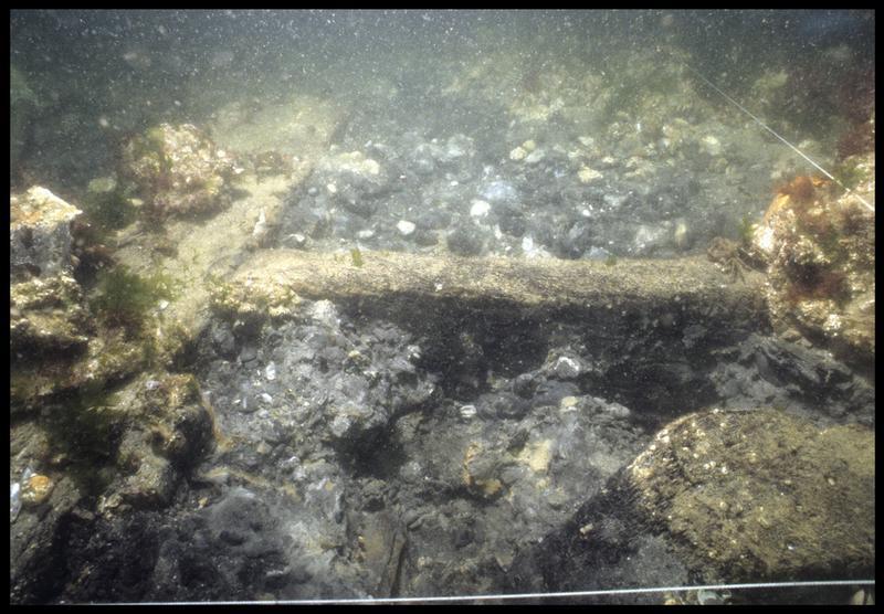 Vue sous-marine de détail de la carène avant le dévasage(fouille M. L'Hour/Drassm, E. Veyrat/Drassm).