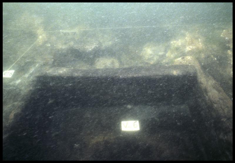 Vue sous-marine de détail de la carène au niveau de la vaigre 6 (fouille M. L'Hour/Drassm, E. Veyrat/Drassm).