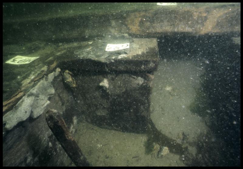 Vue sous-marine de détail de la carène au niveau de la membrure 93 (fouille M. L'Hour/Drassm, E. Veyrat/Drassm).