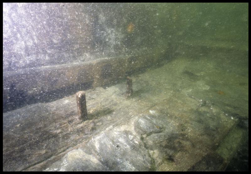 Vue sous-marine de détail du chevillage de la carène (fouille M. L'Hour/Drassm, E. Veyrat/Drassm).