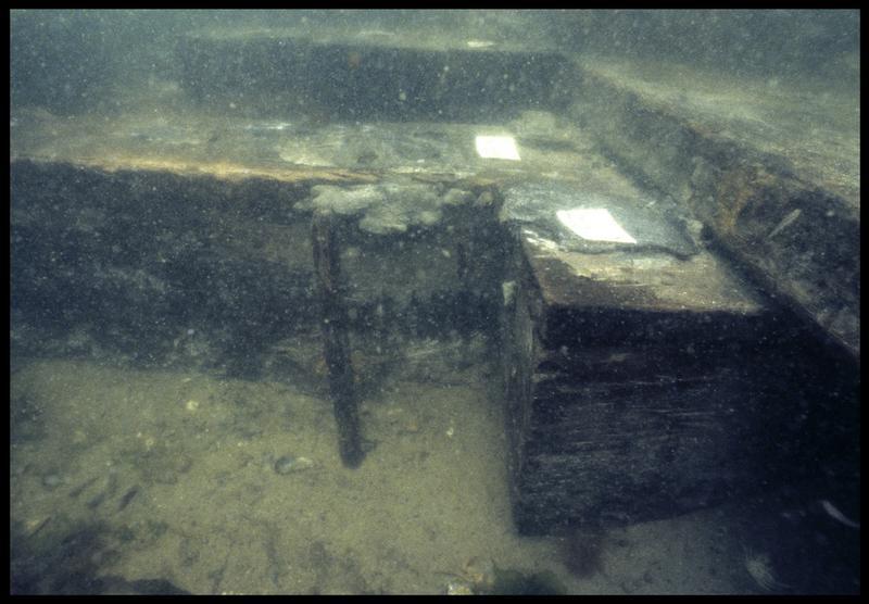 Vue sous-marine de détail de la membrure 93 (fouille M. L'Hour/Drassm, E. Veyrat/Drassm).