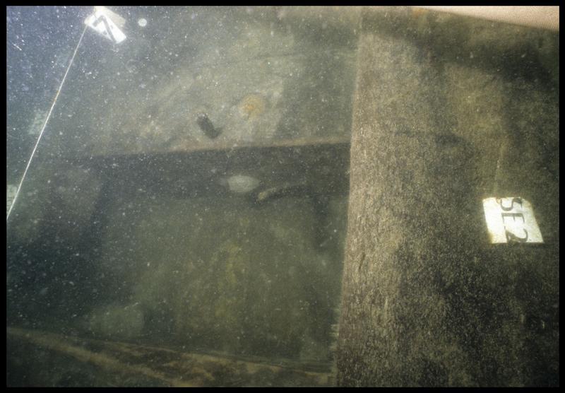 Vue sous-marine de détail de la carène au niveau de la membrure 107 et de la serre 2 (fouille M. L'Hour/Drassm, E. Veyrat/Drassm).
