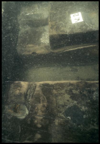 Vue sous-marine de détail de la carène au niveau de la vaigre 2 (fouille M. L'Hour/Drassm, E. Veyrat/Drassm).