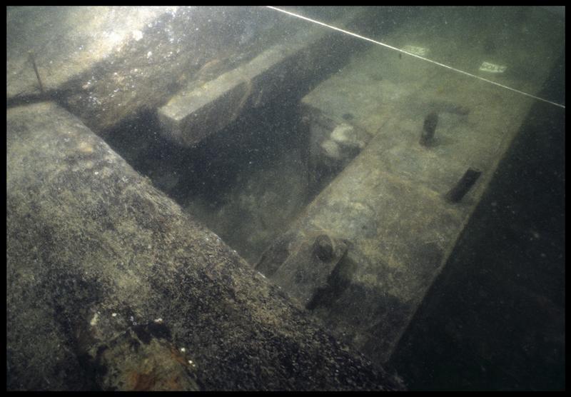 Vue sous-marine de détail de la carène au niveau de la membrure 108 et 109 (fouille M. L'Hour/Drassm, E. Veyrat/Drassm).