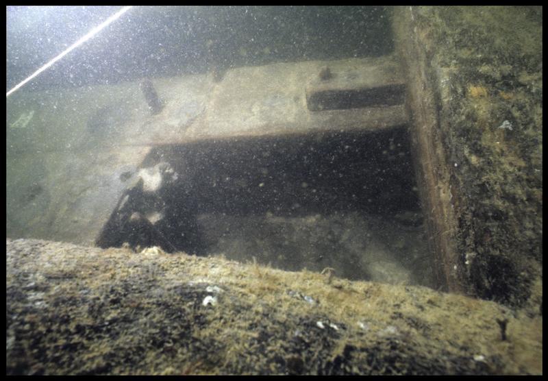 Vue sous-marine de détail de la carène de la membrure 109 (fouille M. L'Hour/Drassm, E. Veyrat/Drassm).