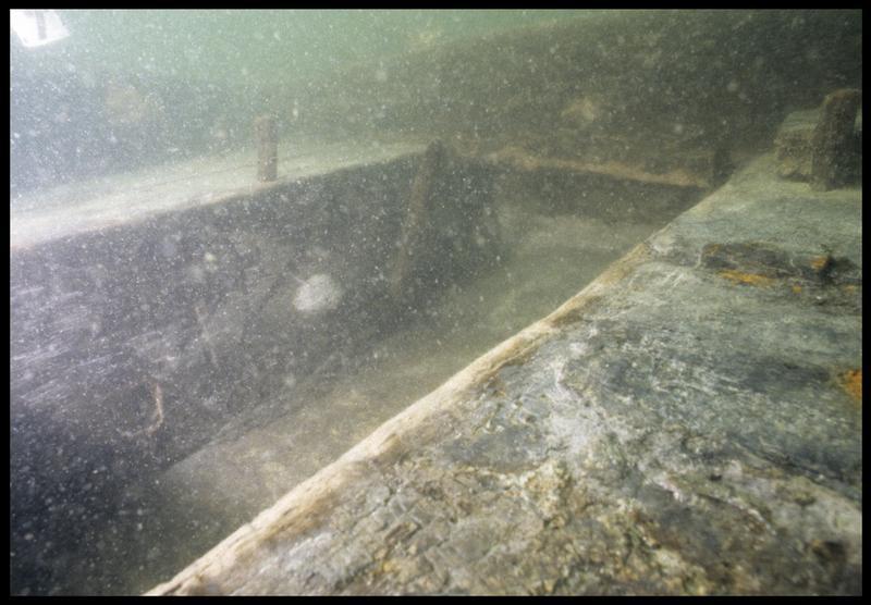 Vue sous-marine de détail de la carène (fouille M. L'Hour/Drassm, E. Veyrat/Drassm).