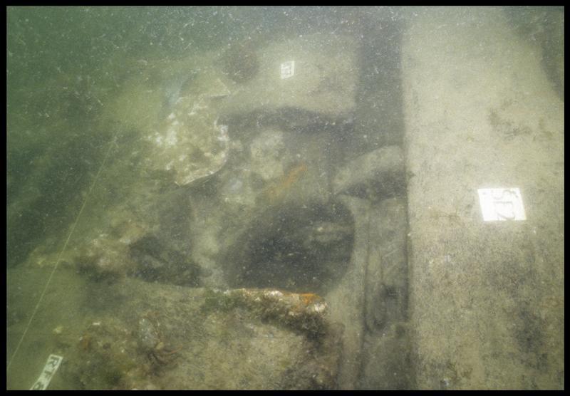 Vue sous-marine de détail de la carène au niveau de la serre 2 (fouille M. L'Hour/Drassm, E. Veyrat/Drassm).