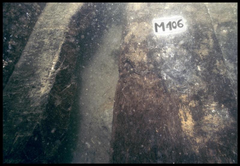Vue sous-marine de détail de la membrure 106 (fouille M. L'Hour/Drassm, E. Veyrat/Drassm).