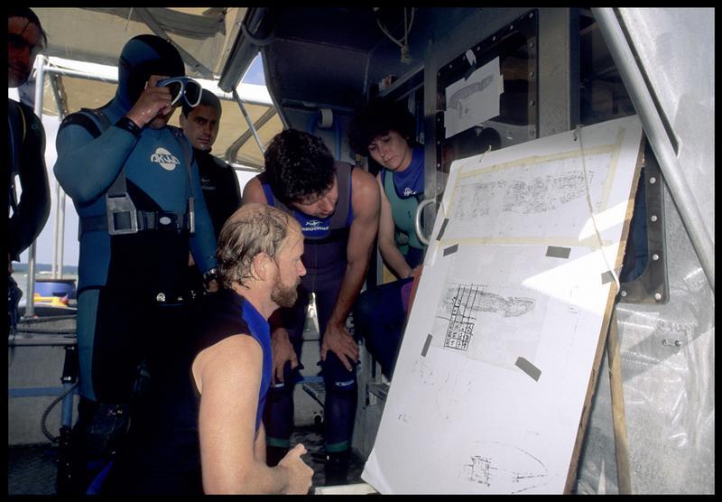 Vue du briefing à bord de l'Afan-Naute (fouille M. L'Hour/Drassm, E. Veyrat/Drassm).