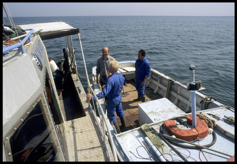 Vue d'une embarcation de pêche et de l'Afan-Naute (fouille M. L'Hour/Drassm, E. Veyrat/Drassm).
