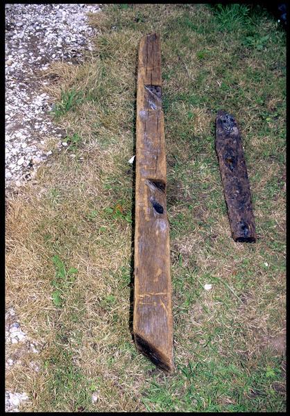 Vue de deux pièces de bois de la carène (fouille M. L'Hour/Drassm, E. Veyrat/Drassm).
