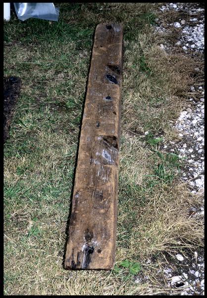 Vue d'une pièce de bois de la carène (fouille M. L'Hour/Drassm, E. Veyrat/Drassm).