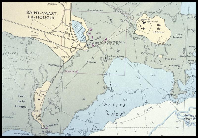 Vue de la carte maritime de la zone (fouille M. L'Hour/Drassm, E. Veyrat/Drassm).
