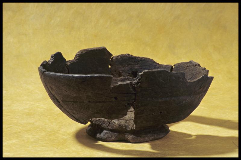 Vue d'un bol de bois (fouille M. L'Hour/Drassm, E. Veyrat/Drassm).