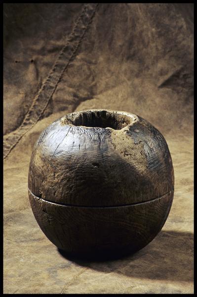 Vue d'une pomme de racage (fouille M. L'Hour/Drassm, E. Veyrat/Drassm).