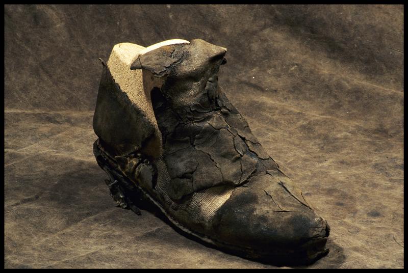 Vue d'une chaussure de cuir (fouille M. L'Hour/Drassm, E. Veyrat/Drassm).
