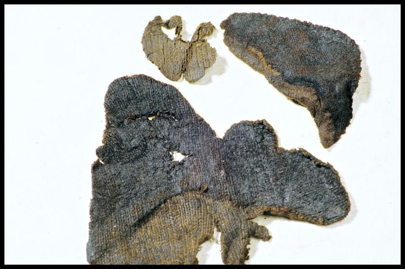 Vue d'un fragment de tissu tricoté en jersey (fouille M. L'Hour/Drassm, E. Veyrat/Drassm).