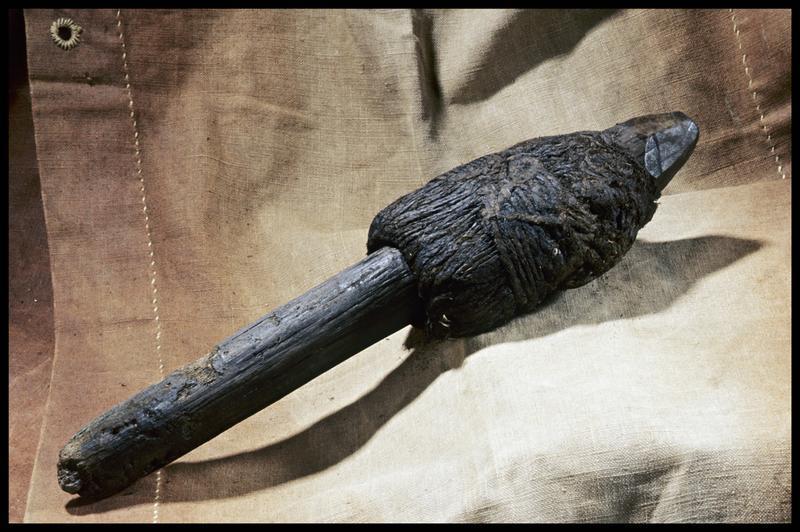 Vue d'un boutefeu en bois et cordage végétal (fouille M. L'Hour/Drassm, E. Veyrat/Drassm).