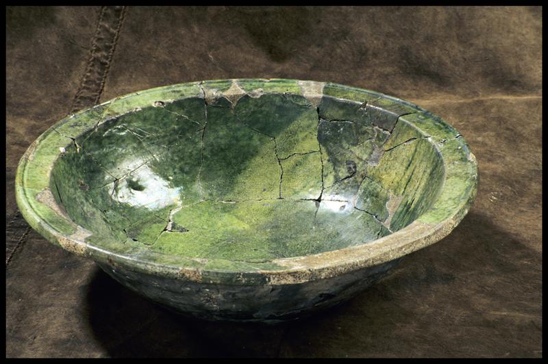 Vue d'un saladier à vernis interne vert (fouille M. L'Hour/Drassm, E. Veyrat/Drassm).