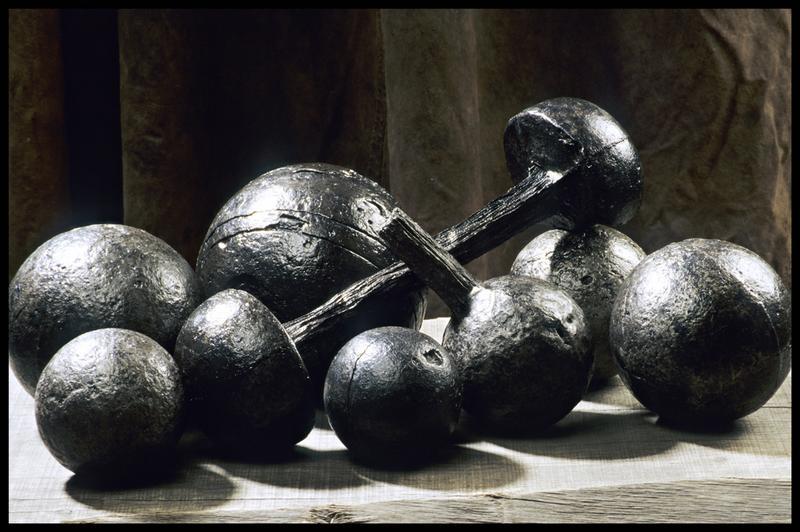Vue de plusieurs boulets de canon (fouille M. L'Hour/Drassm, E. Veyrat/Drassm).
