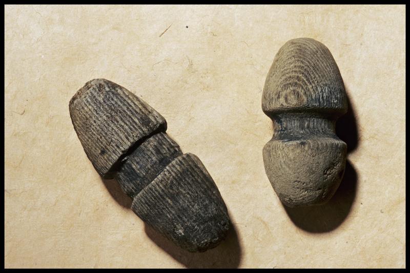 Vue de deux éléments de bois (fouille M. L'Hour/Drassm, E. Veyrat/Drassm).