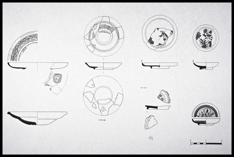 Vue du dessin de sept assiettes de faïence ornée (fouille M. L'Hour/Drassm, E. Veyrat/Drassm).